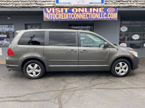 2010 Volkswagen Routan for sale at Auto Credit Connection LLC in Uniontown PA