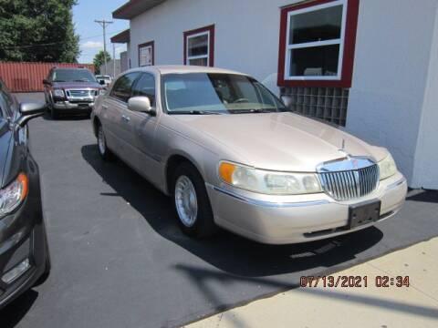 1998 Lincoln Town Car for sale at Bitner Motors in Pittsburg KS
