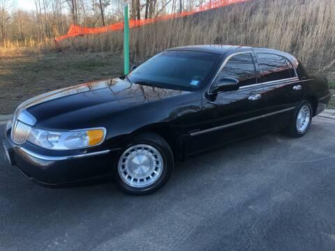 2000 Lincoln Town Car for sale at El Camino Auto Sales in Sugar Hill GA
