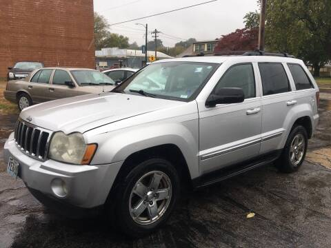 2005 Jeep Grand Cherokee for sale at Best Deal Motors in Saint Charles MO