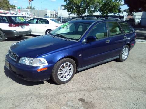 2004 Volvo V40 for sale at Larry's Auto Sales Inc. in Fresno CA