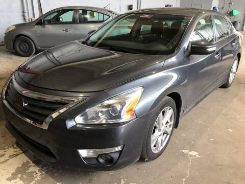 2013 Nissan Altima for sale at Square Business Automotive in Milwaukee WI