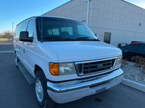 2004 Ford E-Series Wagon for sale at Evolution Autos in Whiteland IN