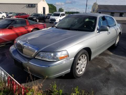 2006 Lincoln Town Car for sale at Larry Schaaf Auto Sales in Saint Marys OH
