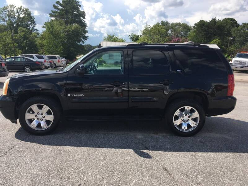 2007 GMC Yukon for sale at TAVERN MOTORS in Laurens SC