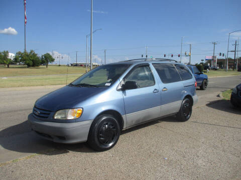 2002 Toyota Sienna for sale at BUZZZ MOTORS in Moore OK
