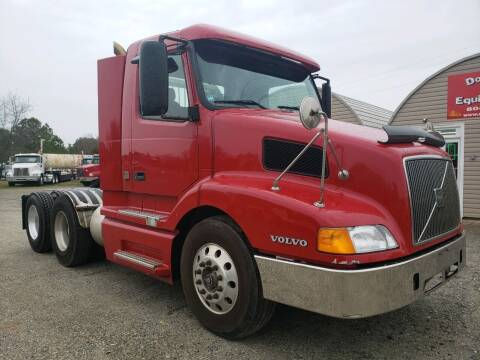 2001 Volvo VNL for sale at Vehicle Network - Down Home Truck and Equipment in Warsaw VA
