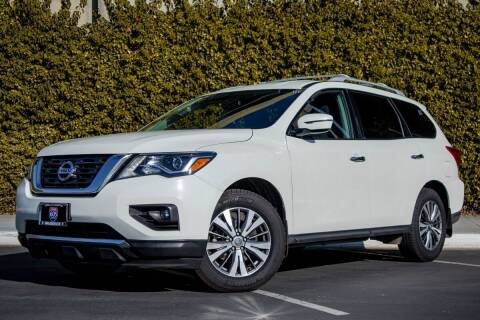 2017 Nissan Pathfinder for sale at Southern Auto Finance in Bellflower CA