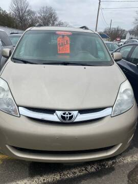 2009 Toyota Sienna for sale at Whiting Motors in Plainville CT