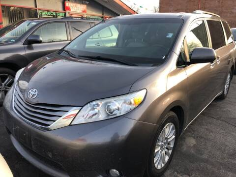 2015 Toyota Sienna for sale at Best Deal Motors in Saint Charles MO