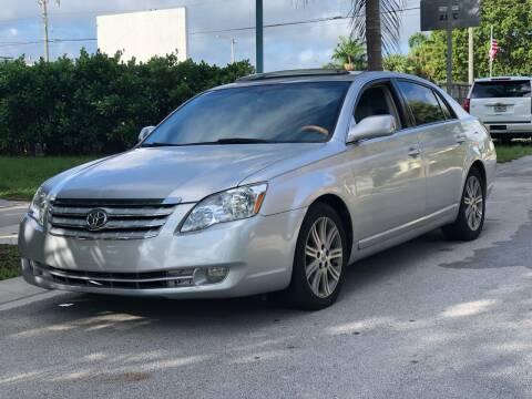 2005 Toyota Avalon for sale at L G AUTO SALES in Boynton Beach FL