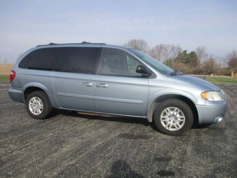 2005 Dodge Grand Caravan for sale at Crossroads Used Cars Inc. in Tremont IL