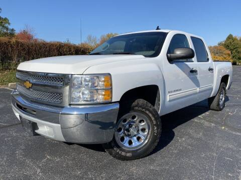 2013 Chevrolet Silverado 1500 for sale at Bloomington Auto Sales in Bloomington IL