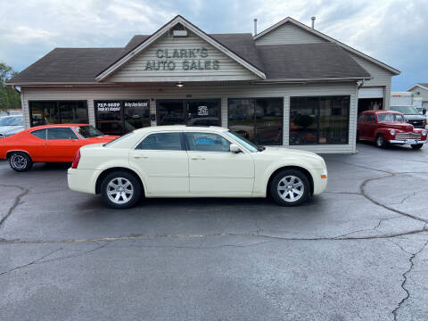 2006 Chrysler 300 for sale at Clarks Auto Sales in Middletown OH