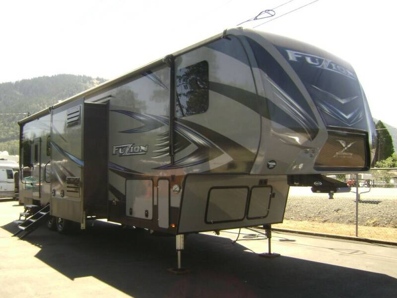 2018 Keystone Fuzion 384 / 39ft for sale at Jim Clarks Consignment Country - 5th Wheel Trailers in Grants Pass OR