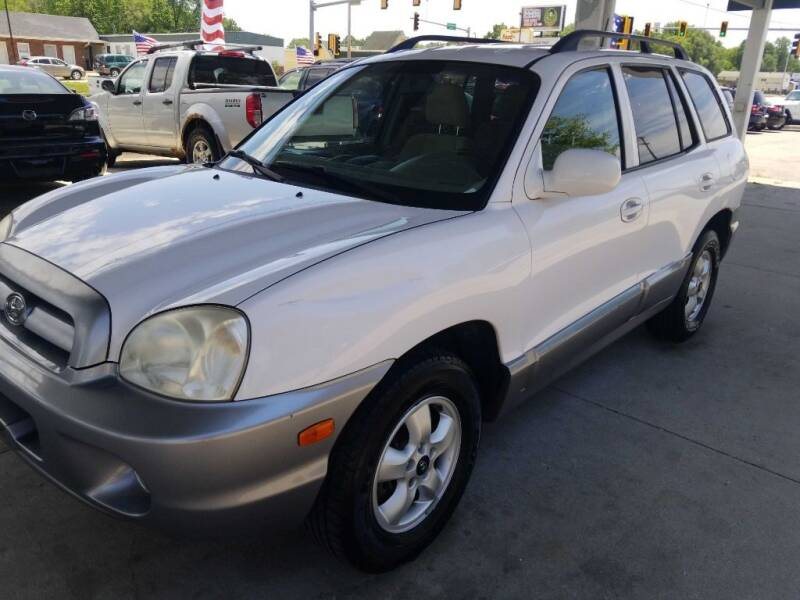 2005 Hyundai Santa Fe for sale at SpringField Select Autos in Springfield IL
