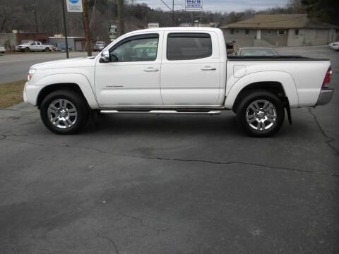 2015 Toyota Tacoma for sale at D & B Auto Sales & Service in Martinsville VA