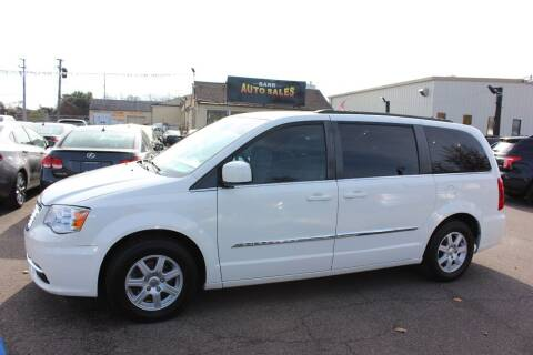 2013 Chrysler Town and Country for sale at BANK AUTO SALES in Wayne MI