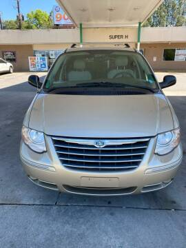 2005 Chrysler Town and Country for sale at Dalia Motors LLC in Winder GA