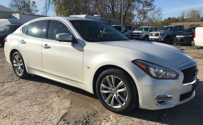 2019 Infiniti Q70 for sale at SUNSET CURVE AUTO PARTS INC in Weyauwega WI
