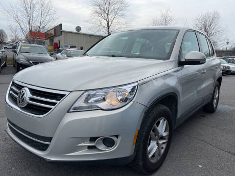 2011 Volkswagen Tiguan for sale at Diana Rico LLC in Dalton GA