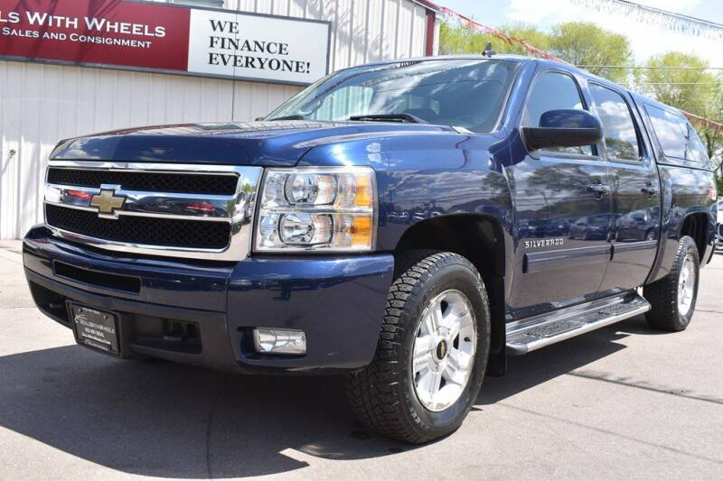 2011 Chevrolet Silverado 1500 for sale at Dealswithwheels in Inver Grove Heights/Hastings MN
