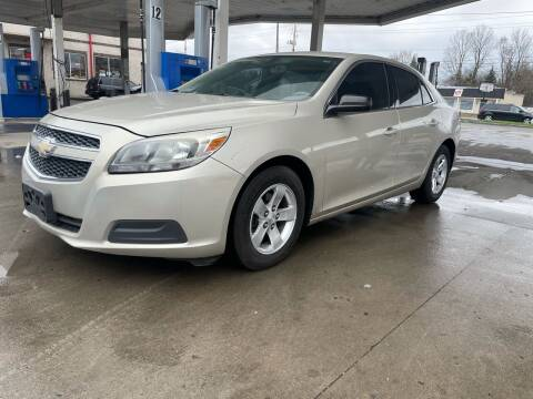 2013 Chevrolet Malibu for sale at JE Auto Sales LLC in Indianapolis IN