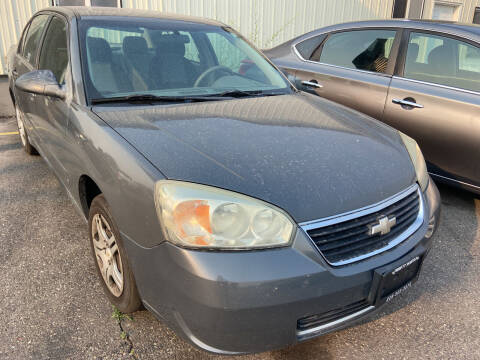 2007 Chevrolet Malibu for sale at BELOW BOOK AUTO SALES in Idaho Falls ID