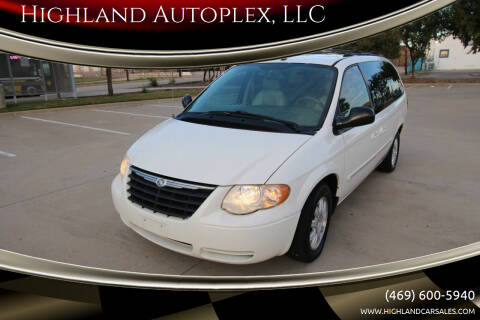 2006 Chrysler Town and Country for sale at Highland Autoplex, LLC in Dallas TX