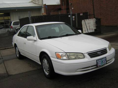 2001 Toyota Camry for sale at D & M Auto Sales in Corvallis OR