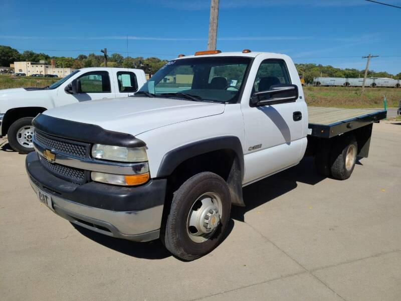 2001 Chevrolet Silverado 3500 for sale at J & J Auto Sales in Sioux City IA