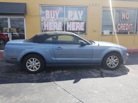 2007 Ford Mustang for sale at BSS AUTO SALES INC in Eustis FL
