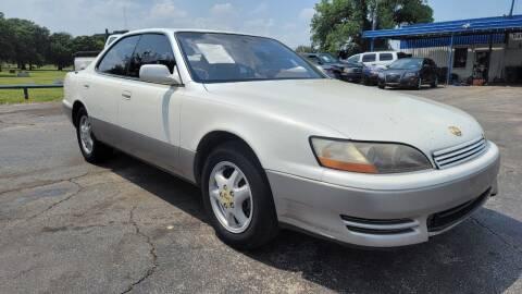 1995 Lexus ES 300 for sale at Dave-O Motor Co. in Haltom City TX