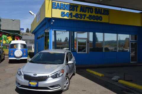 2016 Kia Forte5 for sale at Earnest Auto Sales in Roseburg OR