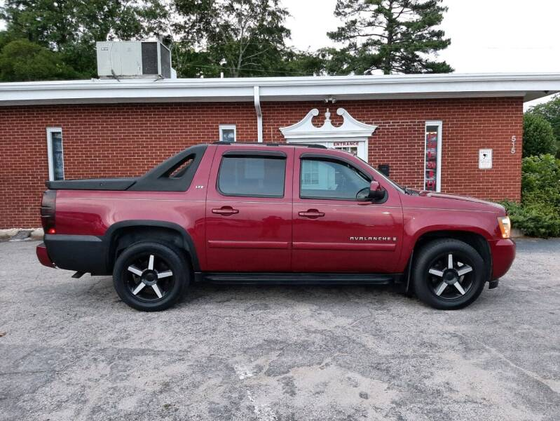 2007 Chevrolet Avalanche for sale at Premium Auto Sales in Fuquay Varina NC