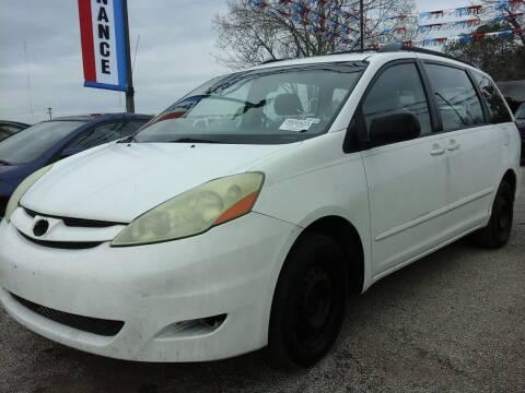 2006 Toyota Sienna for sale at John 3:16 Motors in San Antonio TX