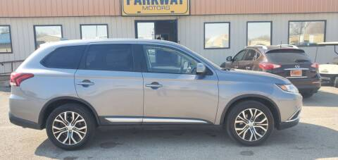 2018 Mitsubishi Outlander for sale at Parkway Motors in Springfield IL
