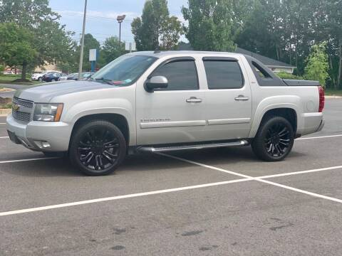 2009 Chevrolet Avalanche for sale at XCELERATION AUTO SALES in Chester VA