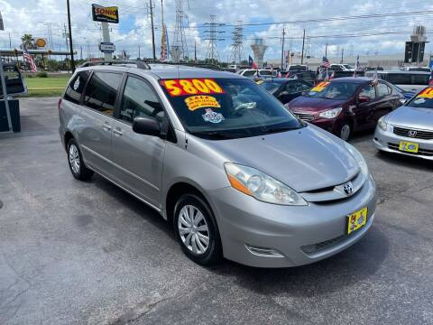 2006 Toyota Sienna for sale at Texas 1 Auto Finance in Kemah TX