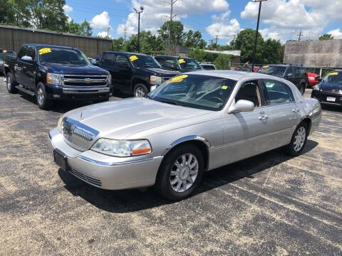 2006 Lincoln Town Car for sale at Smart Buy Auto in Bradley IL