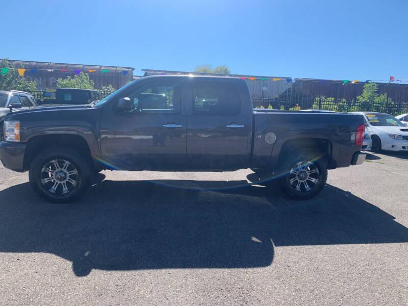 2011 Chevrolet Silverado 1500 for sale at Los Arreglados Auto Sales in Worthington MN