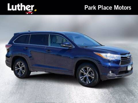 2016 Toyota Highlander for sale at Park Place Motor Cars in Rochester MN