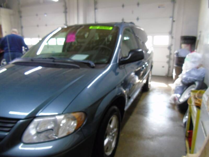 2005 Dodge Caravan for sale at C&C AUTO SALES INC in Charles City IA