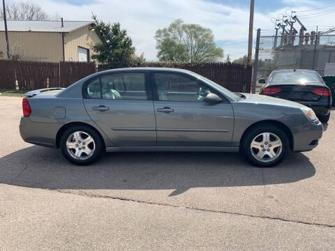 2005 Chevrolet Malibu for sale at GLOBAL AUTOMOTIVE in Gages Lake IL