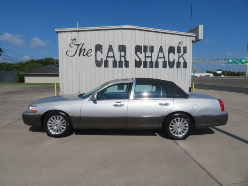 2004 Lincoln Town Car for sale at The Car Shack in Corpus Christi TX