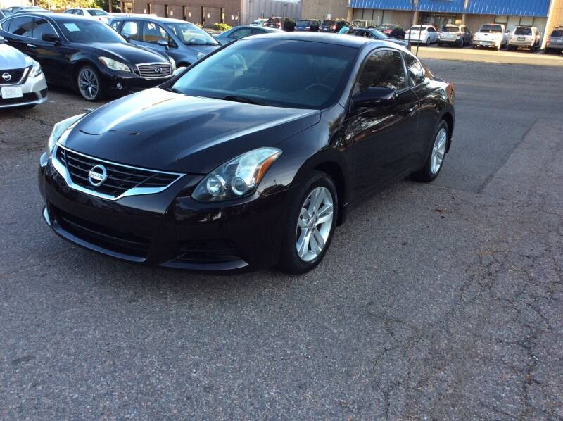 2010 Nissan Altima for sale at AROUND THE WORLD AUTO SALES in Denver CO