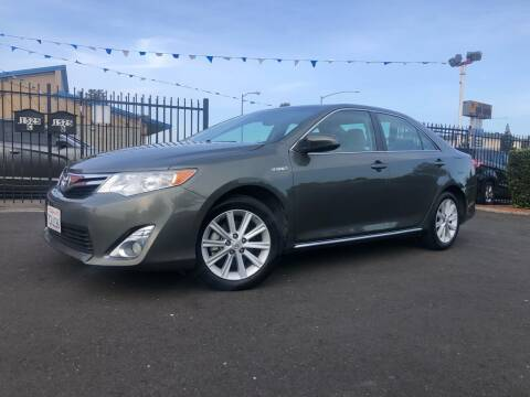 2014 Toyota Camry Hybrid for sale at BOARDWALK MOTOR COMPANY in Fairfield CA
