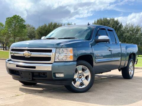 2011 Chevrolet Silverado 1500 for sale at AUTO DIRECT Bellaire in Houston TX
