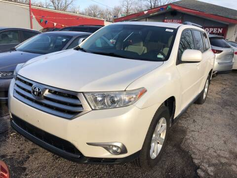 2011 Toyota Highlander for sale at Best Deal Motors in Saint Charles MO
