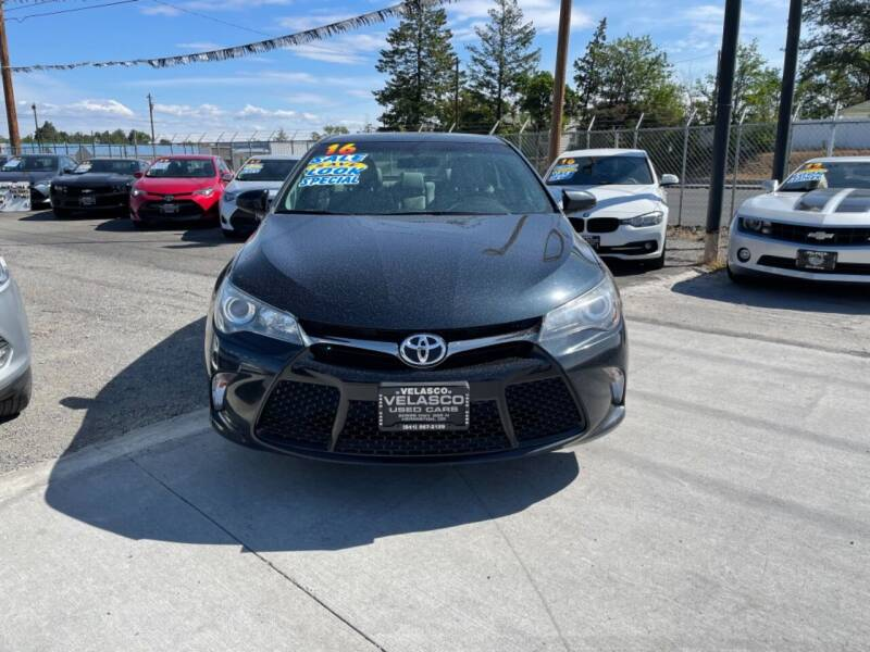 2016 Toyota Camry for sale at Velascos Used Car Sales in Hermiston OR